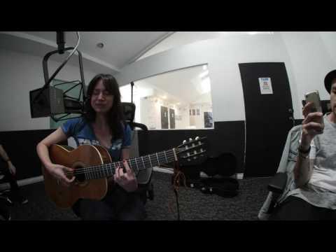 Arum Rae singing live on Dash Radio