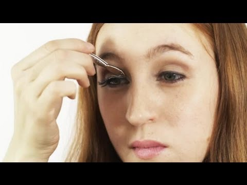How to Apply False Eyelashes : Makeup Tips
