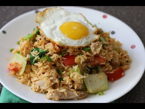 TOM YUM FRIED RICE | THAI STYLE TOM YUM FRIED RICE WITH CHICKEN AND FRIED EGG