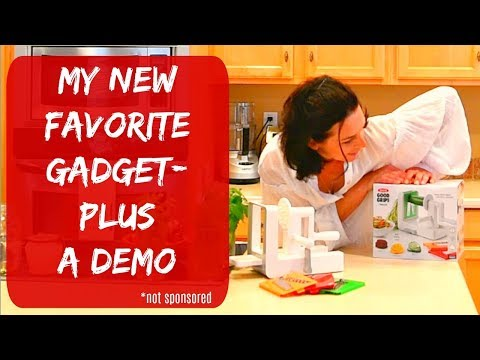 SPIRALIZER REVIEW 2018 - MY NEW FAVORITE KITCHEN GADGET - HOW TO USE OXO SPIRALIZER
