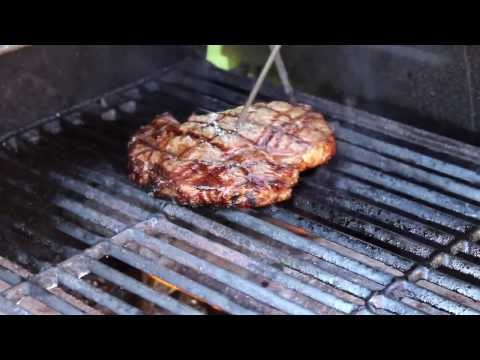 How To Grill Great Looking Steaks