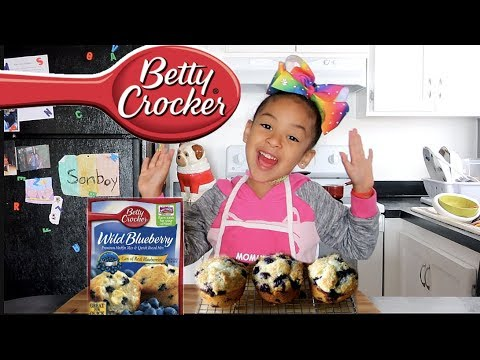 MAKING BLUEBERRY MUFFINS | COOKING WITH MIMI!