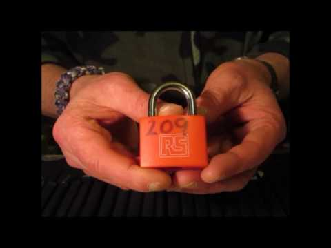 Single Pin Picking A 40mm RS Padlock Quite Fast RS Must Mean Really Shit LOL!!!!