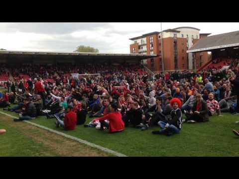 The Moment The Orient Fans Pitch Invasion Began. Leyton Orient Vs Colchester United 29/04/17