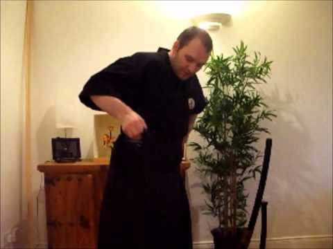 How to Wear a Hakama.wmv