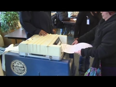 Mass. lawmakers approve early voting