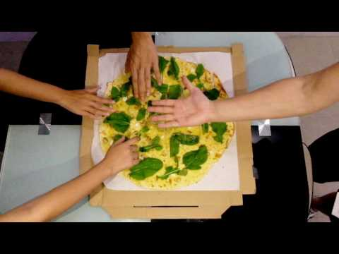 Pizza party kasama ang barkada