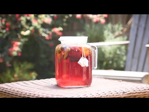 How to Make a DIY Hibiscus Sun Tea!