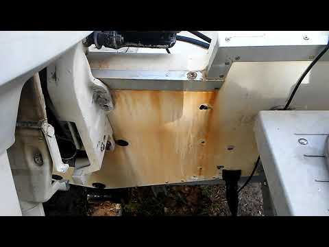 Removing rust stains from a fiberglass boat