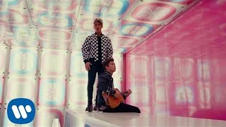 Benji & Fede - Forme Geometriche (Addicted to you) feat. Jasmine Thompson (Official Video)