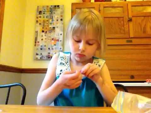 How to make a rainbow loom bracelet with your hand