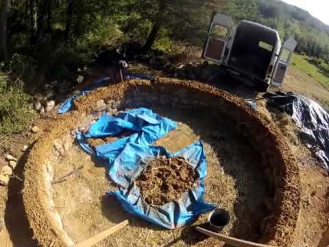 A time lapse cobbing a round house with CruzinCobGlobal in France