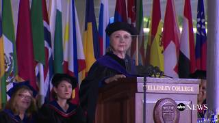 hillary clinton delivers wellesley college commencement address at her alma mater
