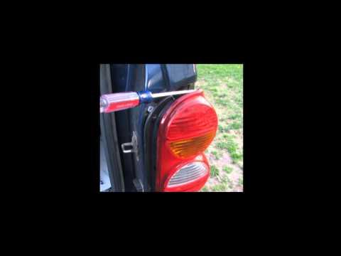 2004 Jeep Liberty Tail light change