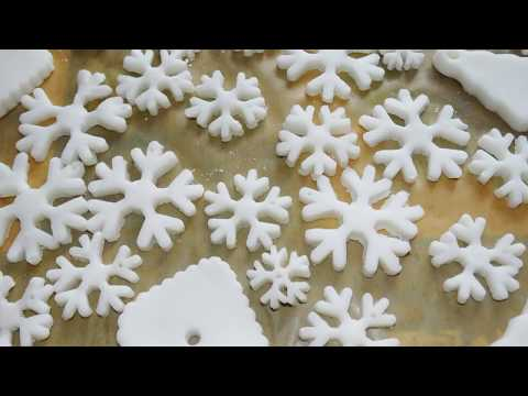 DIY bicarbonate of soda,baking soda clay Christmas ornaments, decorations