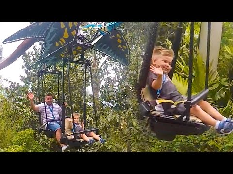 FLYING WITH DINOSAURS AT UNIVERSAL STUDIOS JURASSIC PARK!