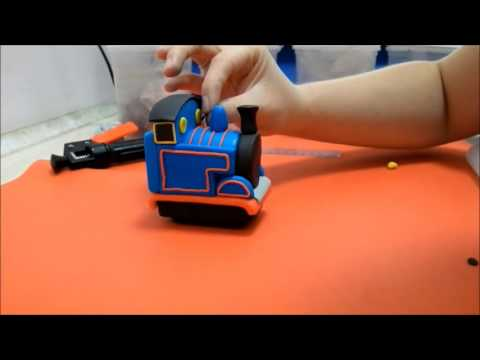 How to make a Thomas The Tank Engine topper - tutorial