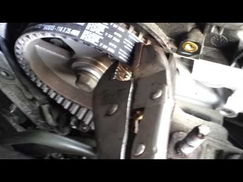 Ford Mondeo 2.0 Tdci (140bhp) Cam and Aux Belt Change. 8 20130305