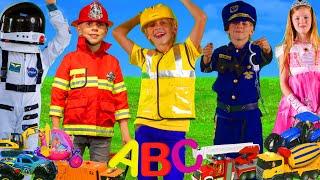 Les enfants apprennent l'ABC avec des métiers et des jouets pour enfants - Learn ABC with toys