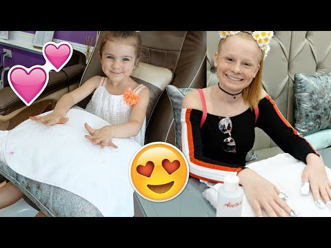 KiDS SURPRiSE TRiP TO HOLLYWOOD BEAUTY SALON 💄💅