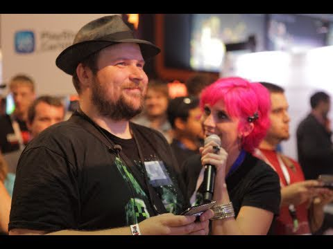 Notch Plays Minecraft PE (Pocket Edition) At E3 2011 With Minecraft Chick