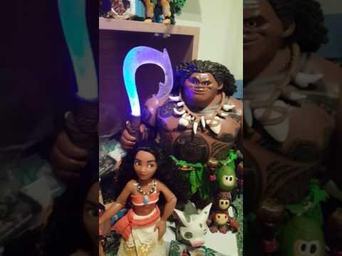 Disney Store Moana doll  Maui action figure with Pua & Cacamora