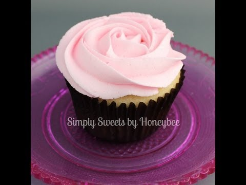 Piping Flowers on Cupcakes
