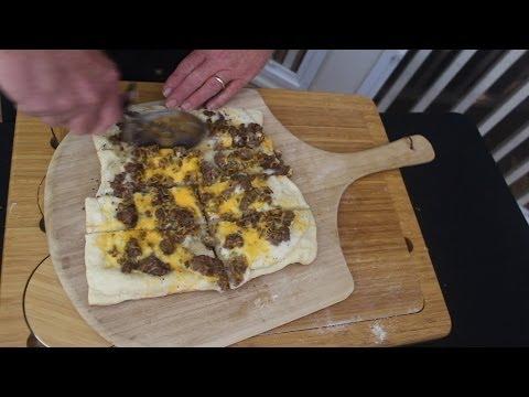 BISCUIT AND GRAVY PIZZA - GrateTV