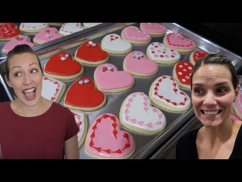 HOW TO MAKE ROYAL ICING SUGAR COOKIES LIKE A PRO | SUGAR COOKIE DECORATING TIPS, TRICKS, AND HACKS