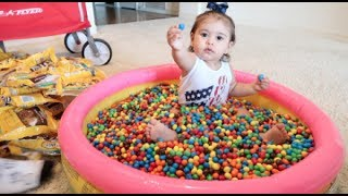 BABY COVERED IN 1 MILLION M&M