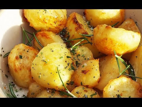 Crispy roasted potatoes in goose fat with thyme and rosemary | Gustomondo
