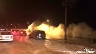 #x202b;هيجان موج البحر وغرقان الكورنيش4 نوفمبر2018/مكة سيول وبرق ورعد#x202c;lrm;