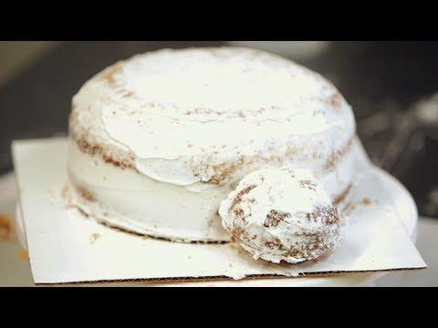 How to Shape a Ladybug Cake | Birthday Cakes