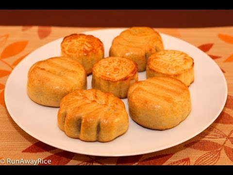 Mooncakes with Sweet Red Bean Filling (Banh Trung Thu / Banh Nuong Nhan Dau Do)
