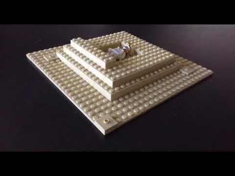 Lego pyramid build