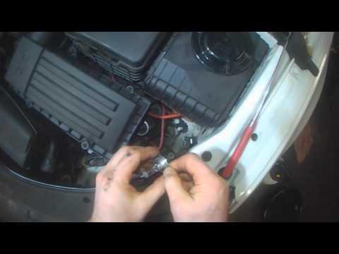VW B6: Passat CC Headlight bulb  replacement