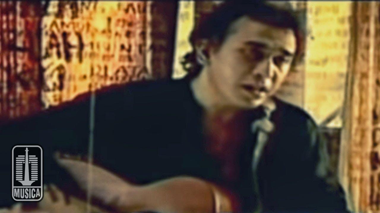 Iwan Fals - Aku Bukan Pilihan (Official Karaoke Video)