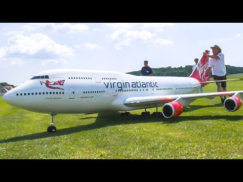 GIGANTIC XXXL RC MODEL AIRPLANE BOEING 747 IN FLIGHT FORMATION WITH TWO RC CONCORDE