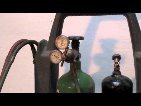 Oxygen and acetylene regulator setup