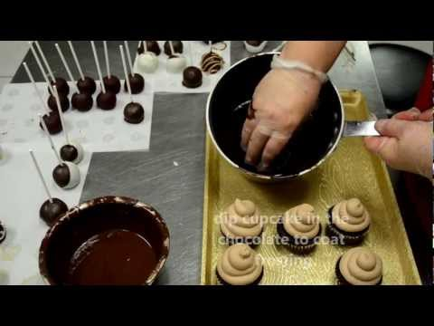 Icing technique for cupcakes with glazed chocolate - How to glaze a cupcake