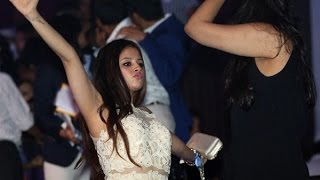 MS Dhoni Wife Sakshi  In IPL -9 Opening Ceremony