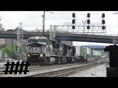 NS Railfanning at The Roanoke Virginia Museum of Transportation with Switching Near Rail Yard