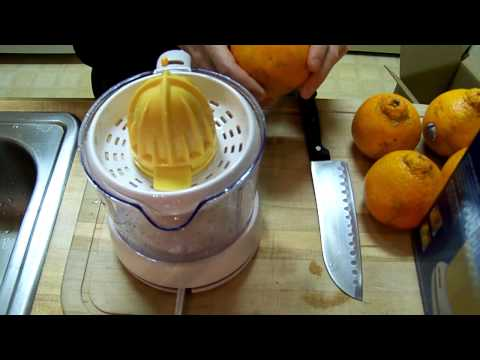 Black & Decker CJ625 Citrus Juicer Demonstration
