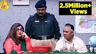 Khabardar Aftab Iqbal 25 September 2016 - Momo beats Police Officers - Express News