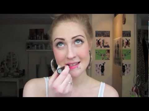 HOW TO: apply lipstick having a lip ring