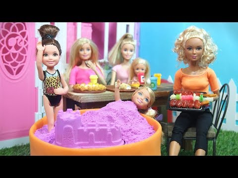 Barbie Stop Motion - Barbie Vacation Playing on Kinetic sand