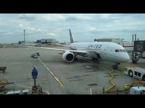 SQ Boeing 777, Air New Zealand Hobbit and United 787 at Heathrow Terminal 2B