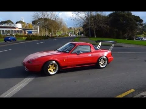 Tuners and JDM cars leaving a car meet in Auckland, New Zealand