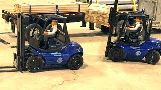 LOADING WARS: ALL FORKED UP!  Forklift Fight Finals - 1/14 Scale Competition