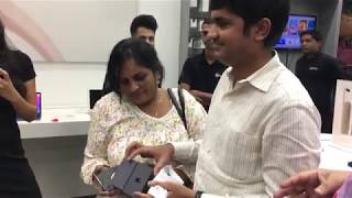 Watch as Apple fans in India buy the new iPhone 8 and iPhone 8 Plus